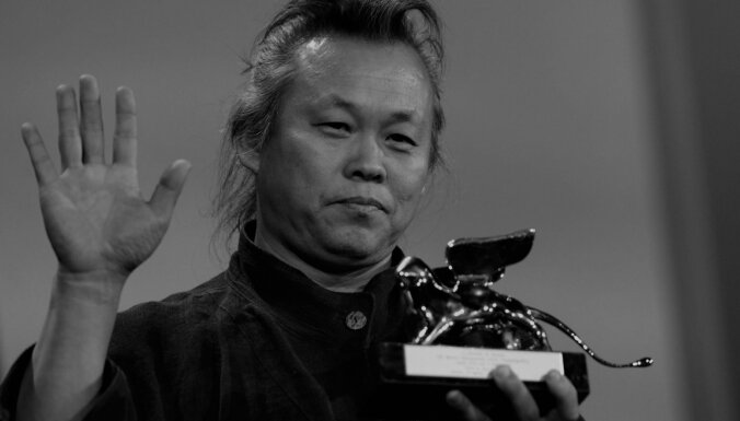 Latvijā miris pasaulē slavenais dienvidkorejiešu režisors Kims Kiduks (precizēts)