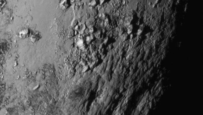 7 удивительных вещей, которые мы уже поняли про Плутон и его спутники