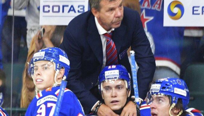SKA coach Oleg Znarok and player Sergei Plotnikov