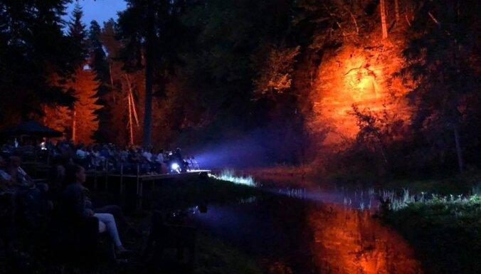 Cēsu Mākslas festivāla pirmajā nedēļā – dzejas performance, kino un vokālā kamermūzika