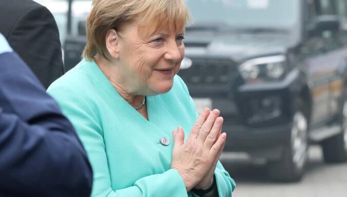 Merkele: Vācijā 2030. gadā jābūt miljonam elektromobiļu uzlādes vietu
