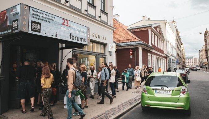 Foto: Pilnā skatītāju zālē atklāts Baltijas jūras dokumentālo filmu forums