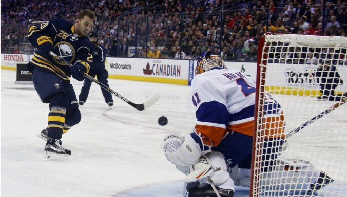 ВИДЕО: В 130-м матче Гиргенсонс набрал 50-е очко в НХЛ