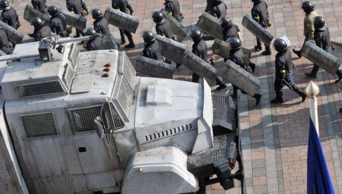 От здания Верховной Рады уехали все автобусы с силовиками