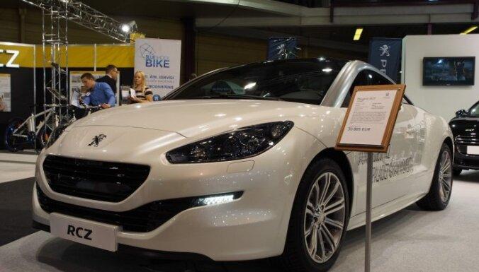 В Риге украли выставочный автомобиль