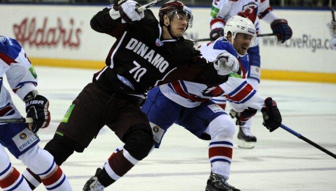 Rīgas 'Dinamo' iegāž spēle mazākumā; komanda piedzīvo astoto zaudējumu pēc kārtas