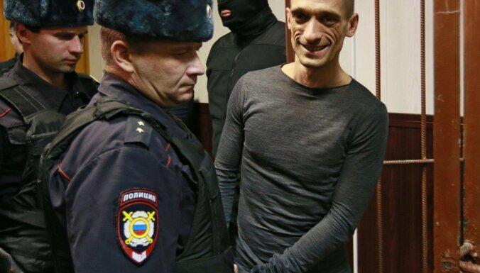 На Лубянской площади задержали около десяти активистов