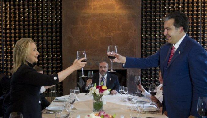 Саакашвили и Иванишвили обменялись колкостями в поздравлениях