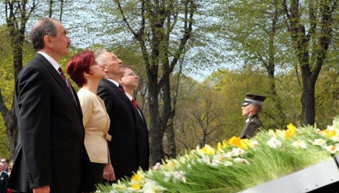 Video: Saeimas svinīgā sēde un ziedu nolikšana pie Brīvības pieminekļa