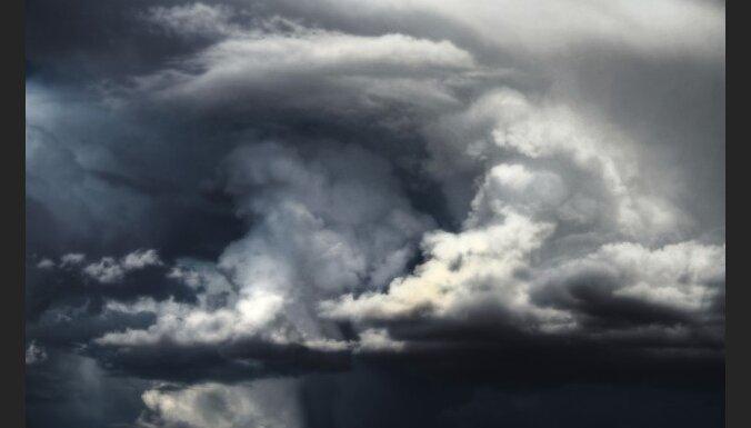 Vācijas rietumos plosās spēcīgas vētras