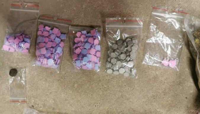 ФОТО. В Плявниеках и в Московском форштадте изъято более 2 кг марихуаны и MDMA