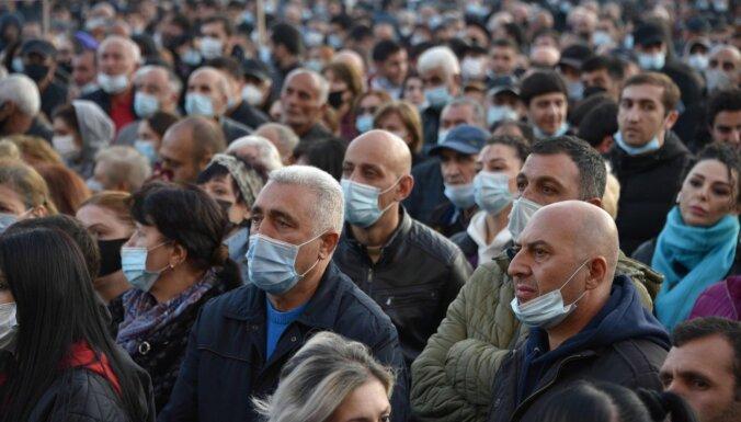 Erevānā tūkstoši protestē pret Karabahas vienošanos