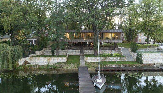 ФОТО. Современный жилой дом у озера, который когда-то был обычной кафешкой