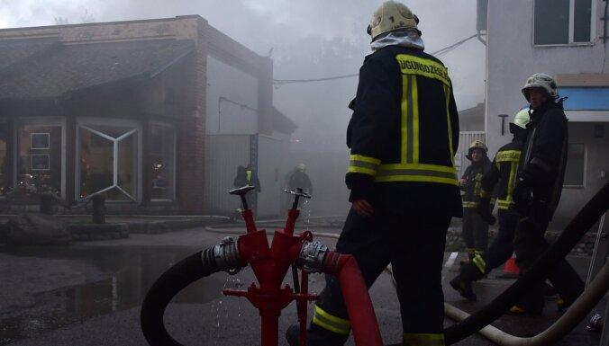 Foto: Likvidēts ugunsgrēks 'Lido' noliktavā (plkst. 7.20)