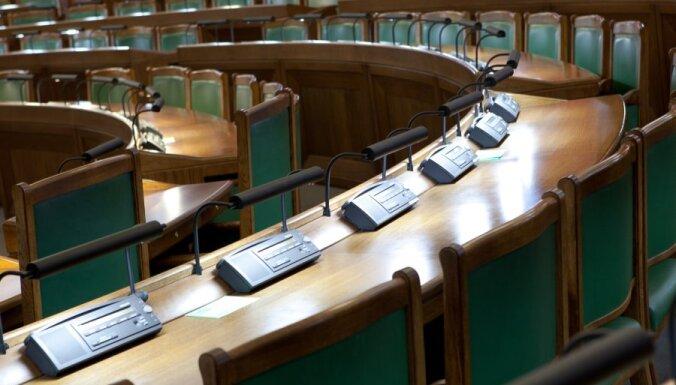 10 000 латвийцев подписались за невыплату компенсаций депутатам 10-го Сейма