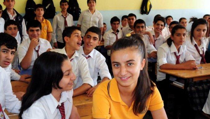 Kurdi Rožavas skolās ievieš savu mācību programmu