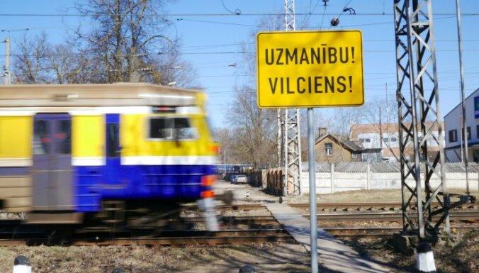В Огре поезд насмерть сбил женщину