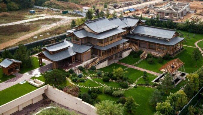 Foto: Krievijas aizsardzības ministrs Šoigu uzcēlis māju kā ķīniešu pili