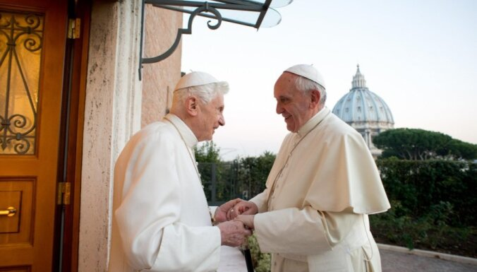 Папа Франциск навестил перед Рождеством своего предшественника