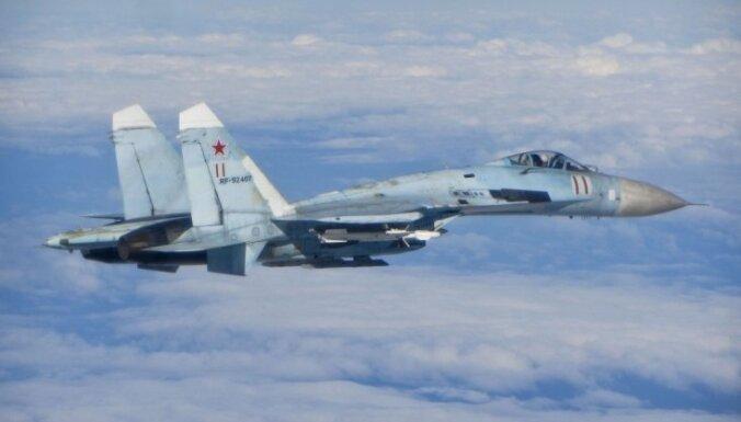 Trīs Krievijas militārās lidmašīnas pie Latvijas robežas liek pacelties gaisā NATO iznīcinātājiem