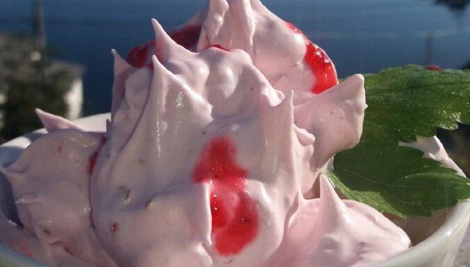 'Troļļu krēms' no brūklenēm – ģeniāli vienkāršs deserts