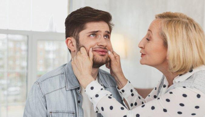 10 pazīmes par pārāk tuvām attiecībām ar māti