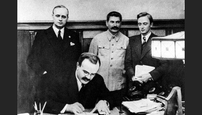 Коммунисты потребовали от Госдумы одобрить пакт Молотова-Риббентропа