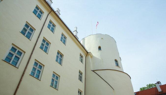 Министр: Рижский замок в 2018 году открыт не будет