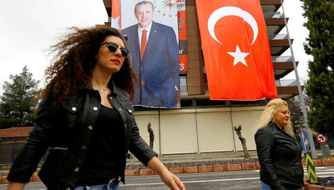 Эрдоган обвинил участников марша 8 марта в неуважении к исламу