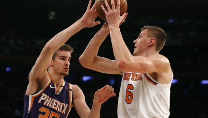 """Очередной суперматч Порзиньгиса в НБА: 37 очков против """"Финикса"""""""