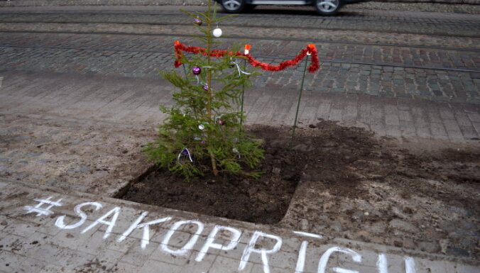Рижане выступили в защиту растений на улице Барона