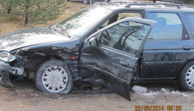 Латвийские страховщики терпят убытки из-за слишком дешевых полисов OCTA