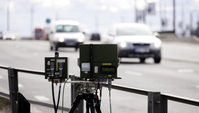 Fotoradaru rekordi: apdzīvotā vietā ar 165 km/h
