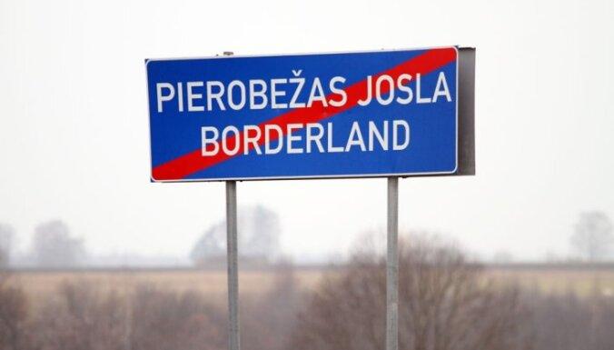 Возле латвийско-российской границы полностью сгорела фура