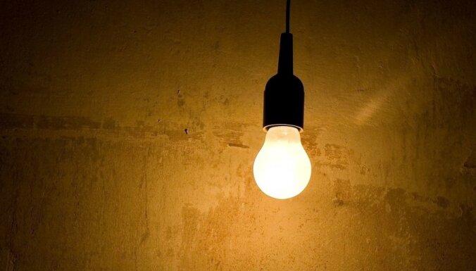 Teju visā Latvijā konstatēti elektroapgādes līniju traucējumi