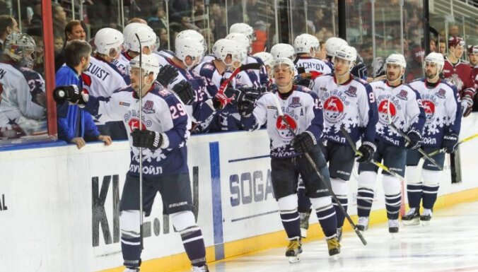 Daugaviņa 'Torpedo' gūst uzvaru; Karsums un Maskavas 'Dinamo' četrās minūtēs ielaiž trīs vārtus