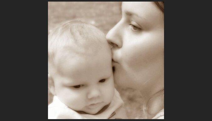 Zīdainis un māte. Foto: Bobbie Osborne