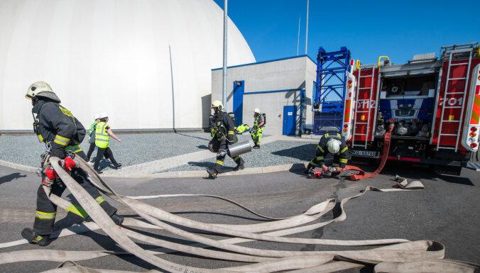 ФОТО: в Рижском порту проходят учения по гражданской обороне