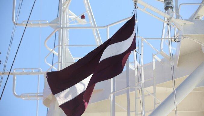 Latvijas kuģa apkalpe Brazīlijas piekrastē izglābusi astoņus zvejniekus