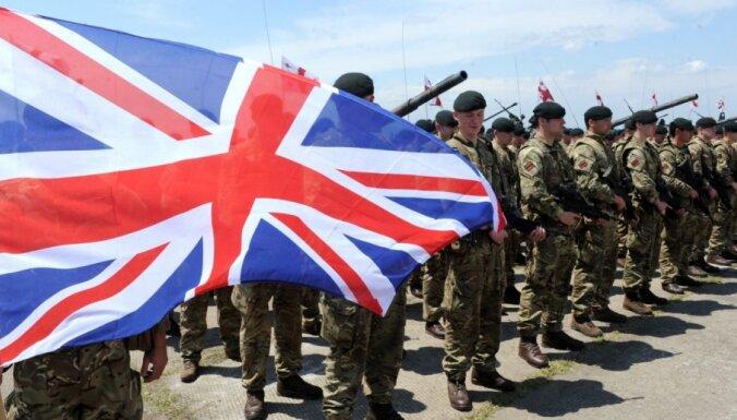Propagandas nolūkos Rīgā uzbrukts britu karavīriem, raksta 'The Telegraph'; policijai cita versija