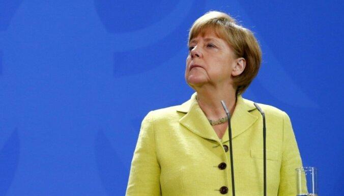 Меркель: Нет основы для новых переговоров о помощи Греции