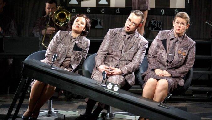 Foto: Operas-lekcijas 'Mihails un Mihails spēlē šahu' avangardiskā pirmizrāde
