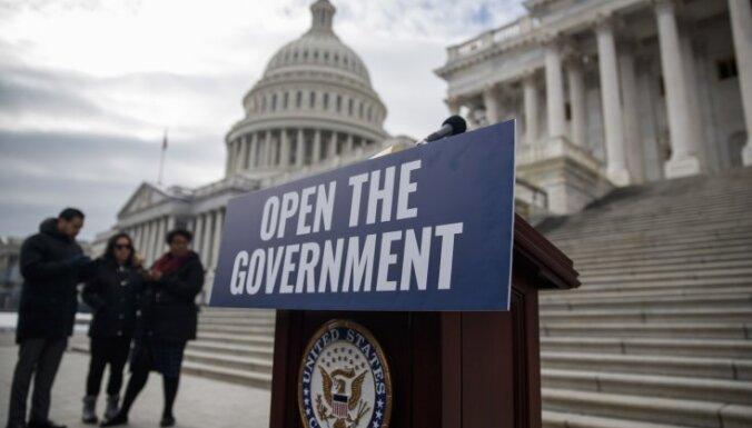 ASV valdības dīkstāve: Senātā noraida divus likumprojektus