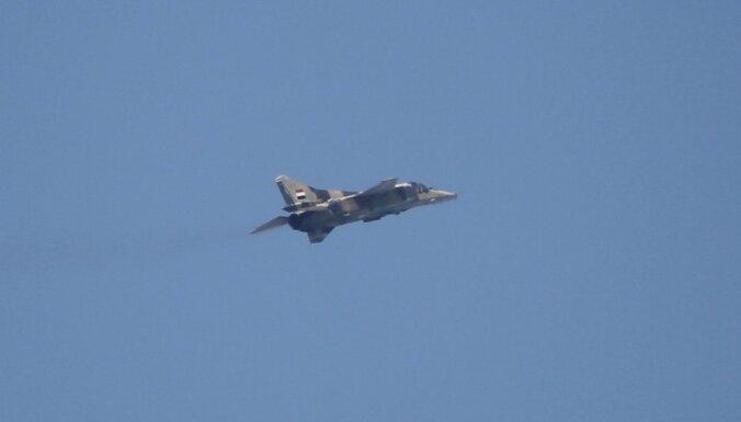 Sīrijas gaisa spēku lidmašīna tika notriekta, paziņo izglābtais pilots
