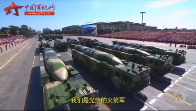 Kā Ziemeļkorejas stilā Ķīna cildina 'slavenos' Raķešu spēkus