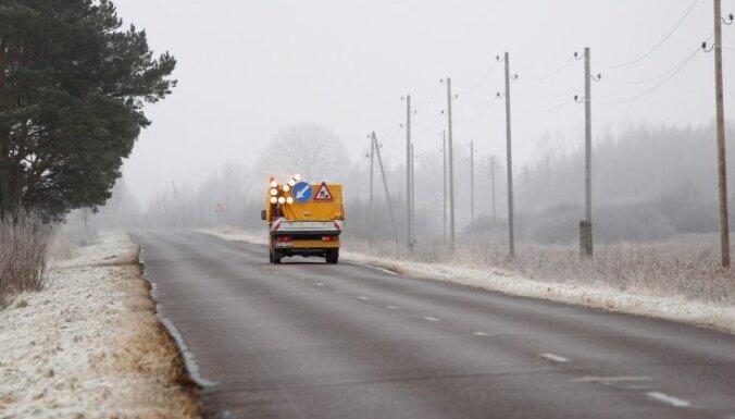 Apledojuma dēļ dažviet Latvijā apgrūtināti braukšanas apstākļi