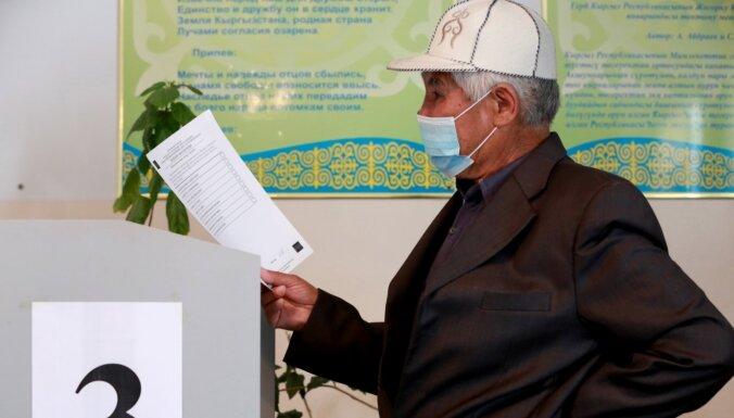 Kirgizstānā notiek referendums par prezidenta pilnvaru paplašināšanu