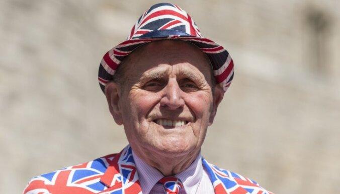 ФОТО: 82-летний суперфанат королевской семьи Терри Хат