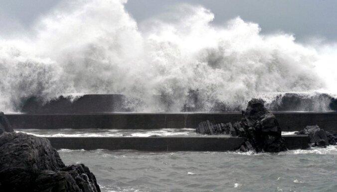 Тайфун убил одного японца и движется в сторону Токио