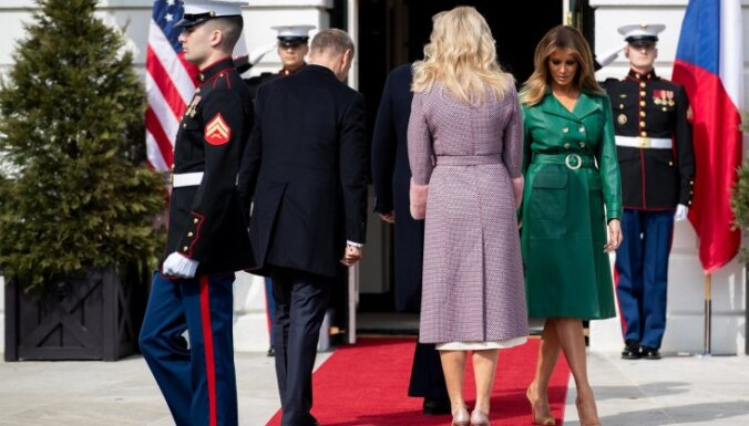 ВИДЕО: Трамп поставил жену в неловкую ситуацию